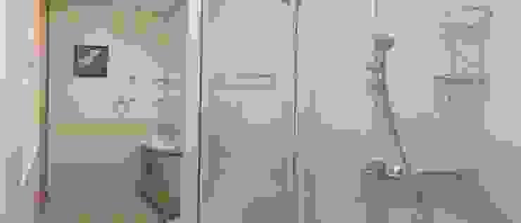 INTERIOR DESIGN OF 1 BEDROOM CONDOMINIUM UNIT Modern bathroom by MKC DESIGN Modern