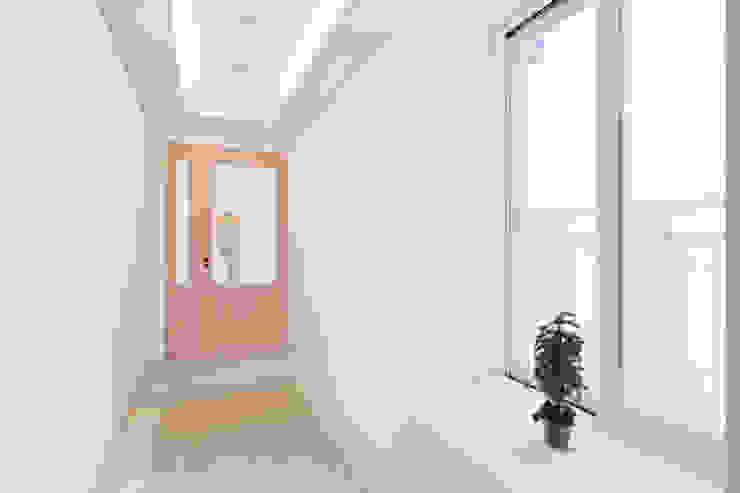 용인 수지구 대우 푸르지오 클래식스타일 복도, 현관 & 계단 by BK Design Studio 클래식