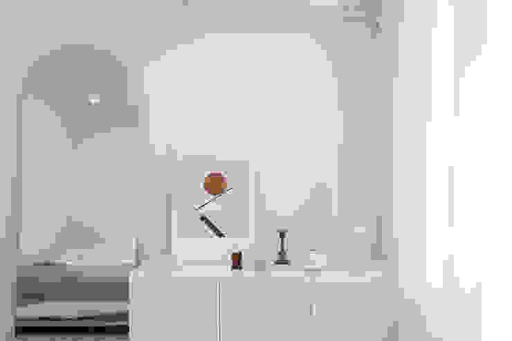 북유럽 풍 신혼집 인테리어 공간, 22평 작은 평수의 아파트 인테리어 스칸디나비아 침실 by BK Design Studio 북유럽