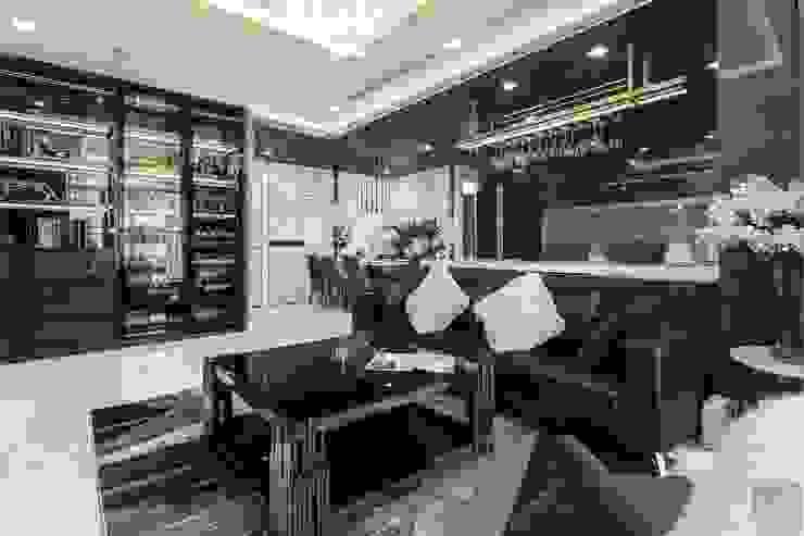 Không gian hiện đại trong căn hộ cao cấp Vinhomes Central Park bởi ICON INTERIOR Hiện đại