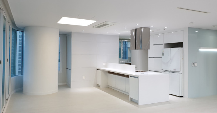 Modern kitchen by 디자인모리 Modern Iron/Steel