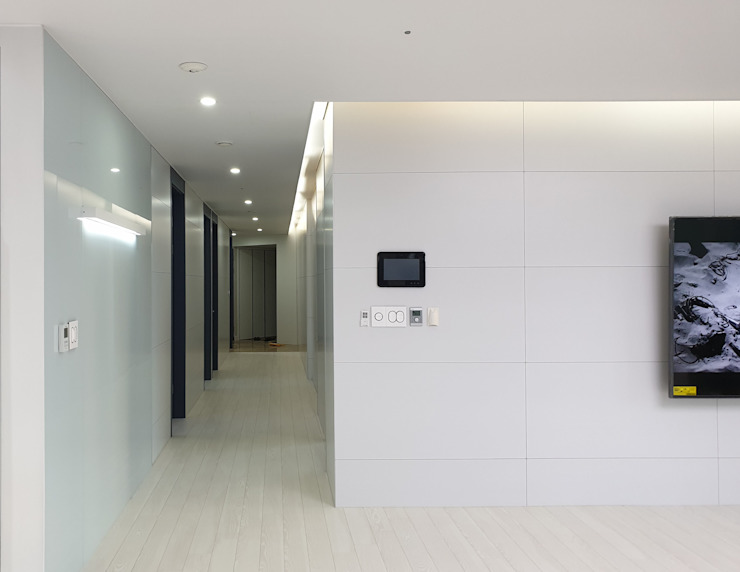 Modern living room by 디자인모리 Modern Ceramic