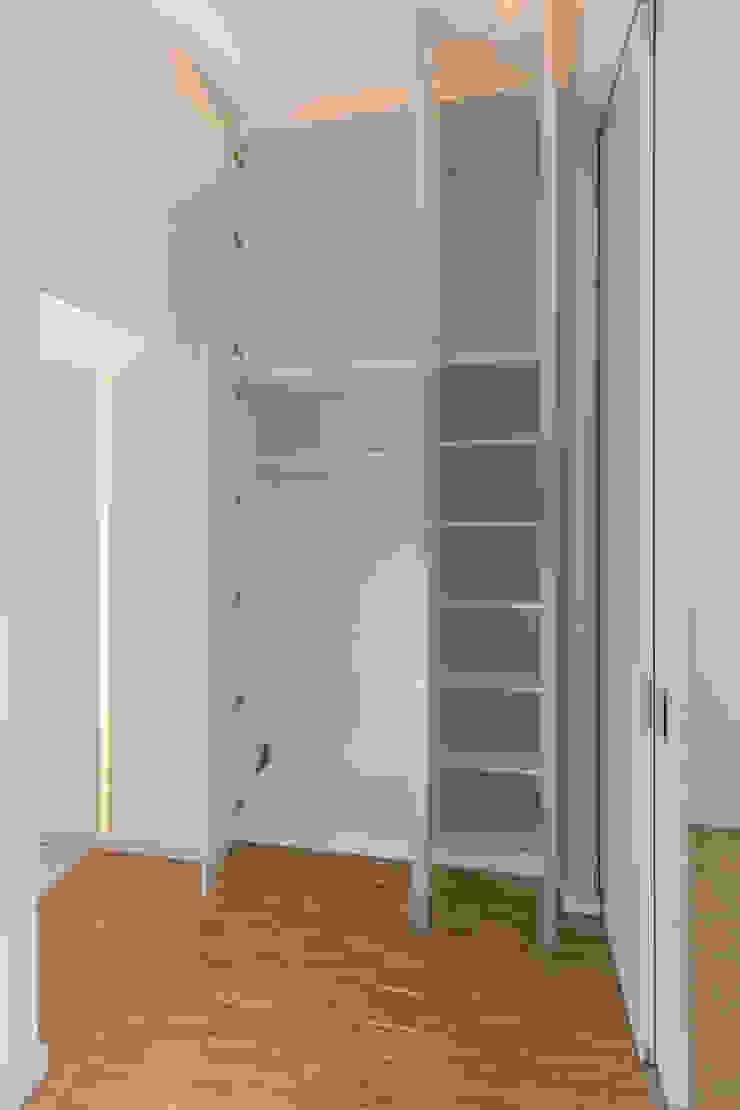 ASADA Schiebetüren und Möbel nach Maß - Ulrich Schablowsky Living roomCupboards & sideboards