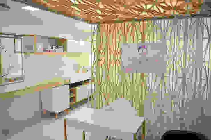 Entrada e Recepção: Clínicas  por Arquit&thai,Moderno Madeira Efeito de madeira