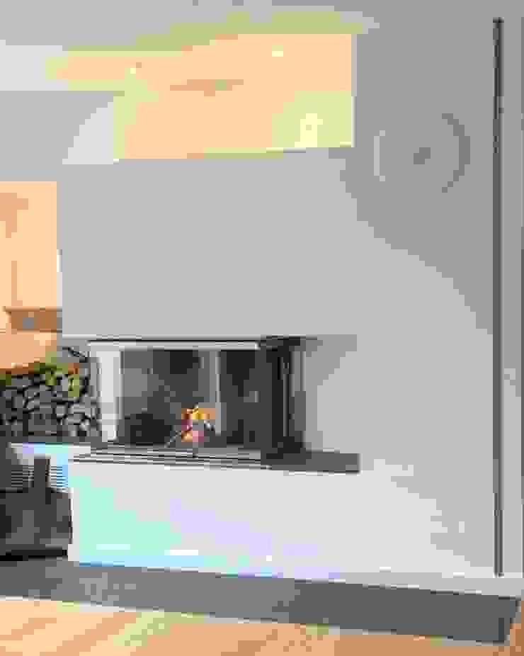 Kamin mit TV Moderne Wohnzimmer von Christoph Lüpken Ofenbau GmbH - Kamine aus Duesseldorf Modern