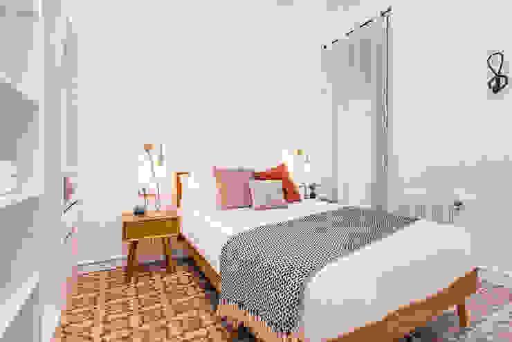 Piso en Barcelona Dormitorios de estilo moderno de La Casa Marta Moderno