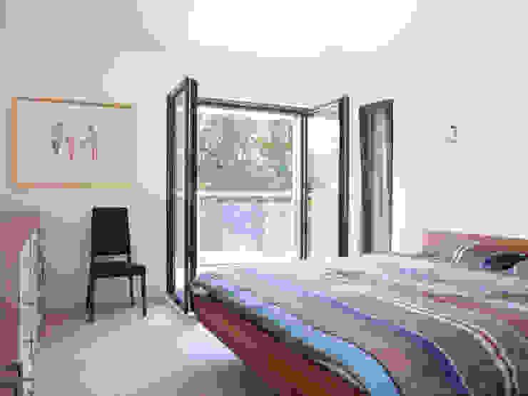 Baufritz House Bond Baufritz (UK) Ltd. BedroomBeds & headboards Wood Wood effect