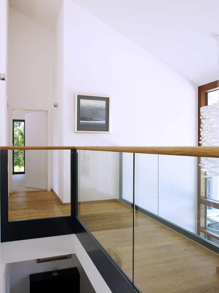 Baufritz House Bond Baufritz (UK) Ltd. Corridor, hallway & stairs Stairs Glass Amber/Gold