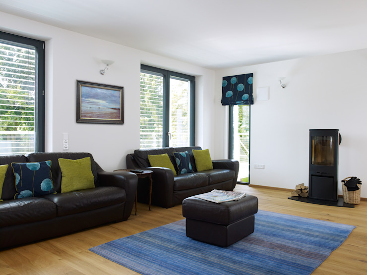House Bond in Buckinghamshire Baufritz (UK) Ltd. Living roomSofas & armchairs Leather Black