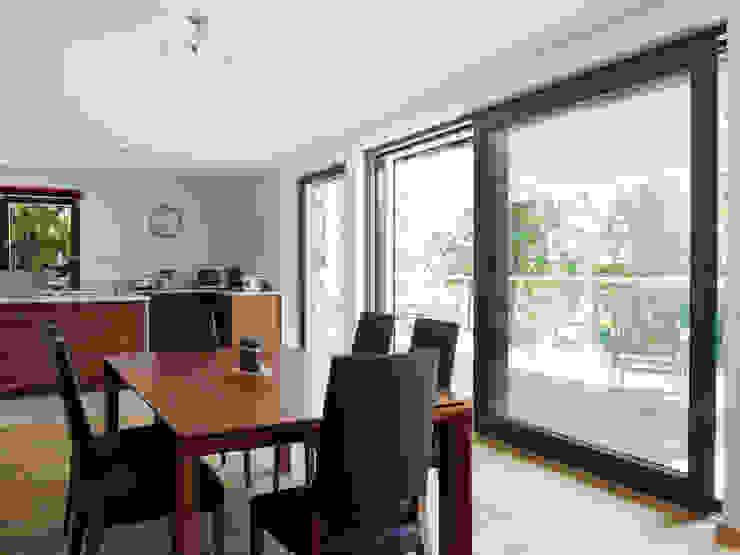 Baufritz House Bond Baufritz (UK) Ltd. Dining roomTables Wood Wood effect
