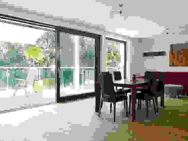 Baufritz timber framed house in Buckinghamshire Baufritz (UK) Ltd. Dressing roomSeating Wood Wood effect