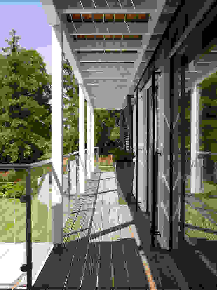 Baufritz House Bond Baufritz (UK) Ltd. Balconies, verandas & terraces Accessories & decoration Glass Beige