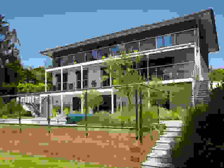 Baufritz House Bond Baufritz (UK) Ltd. Balconies, verandas & terraces Plants & flowers Concrete Amber/Gold