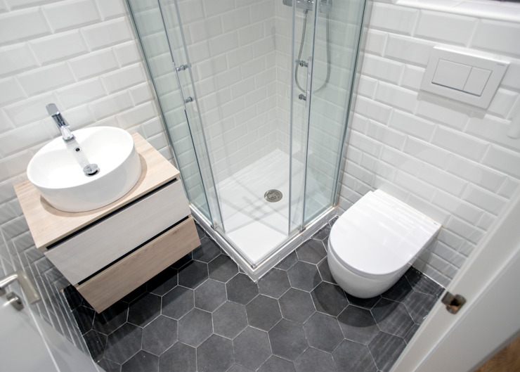 Baño equipado Baños de estilo moderno de Grupo Inventia Moderno Azulejos