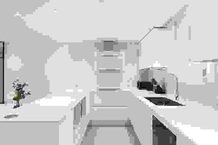 Moderne Küchen von 디자인컴퍼니 모어덴 Modern
