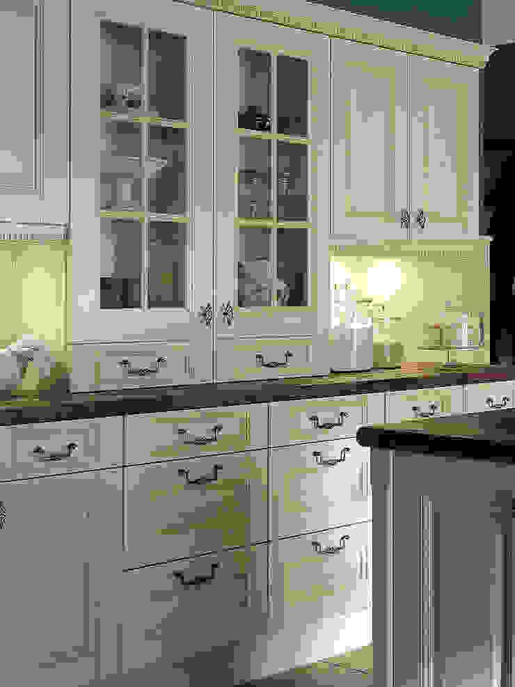 Landlord-Living.de / Küper Interior GmbH Dapur Gaya Country Parket White