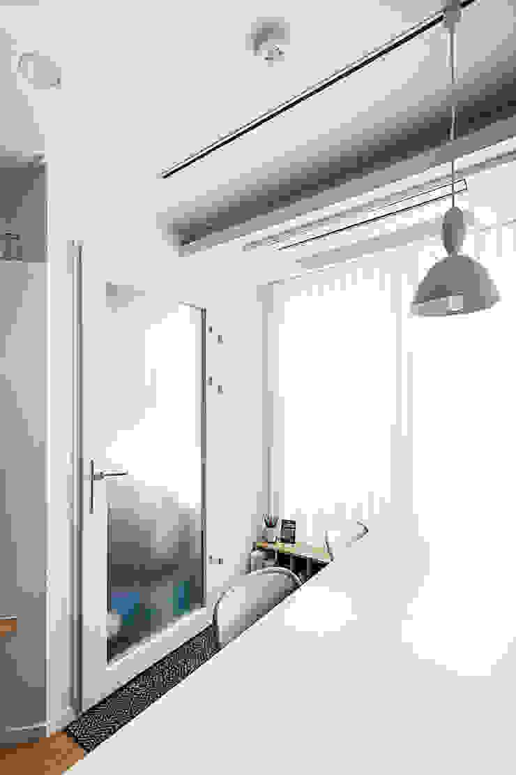 12PY 잠실 리센츠 아파트 인테리어 _ 좁은 공간을 활용한 신혼부부의 공간 인테리어 모던스타일 서재 / 사무실 by 영훈디자인 모던