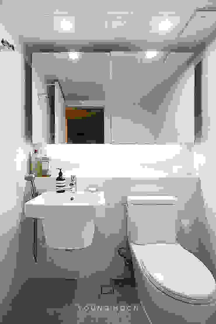 12PY 잠실 리센츠 아파트 인테리어 _ 좁은 공간을 활용한 신혼부부의 공간 인테리어 모던스타일 욕실 by 영훈디자인 모던