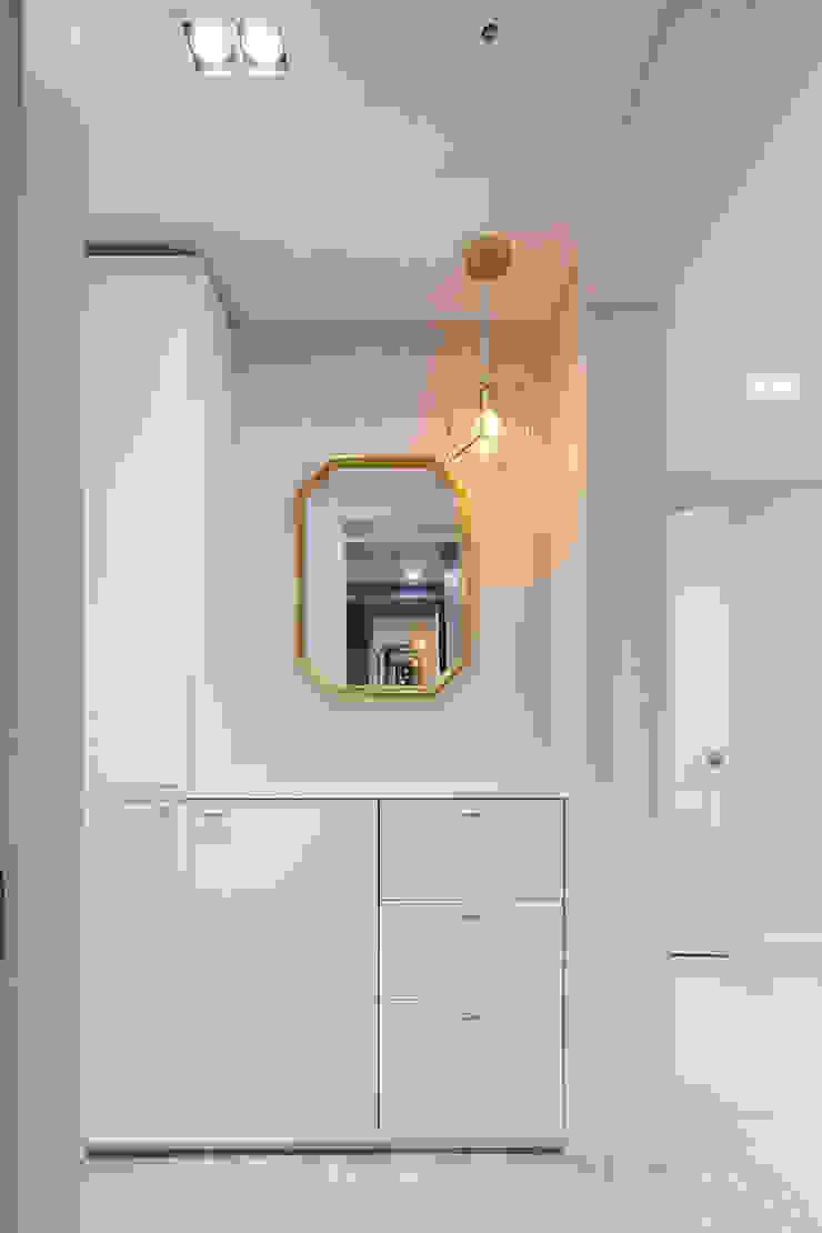 43PY 도곡렉슬 _ 수납공간으로 완성된 품격 있는 모던 아파트 인테리어 모던스타일 드레싱 룸 by 영훈디자인 모던