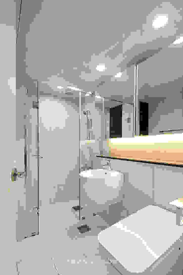 43PY 도곡렉슬 _ 수납공간으로 완성된 품격 있는 모던 아파트 인테리어 모던스타일 욕실 by 영훈디자인 모던