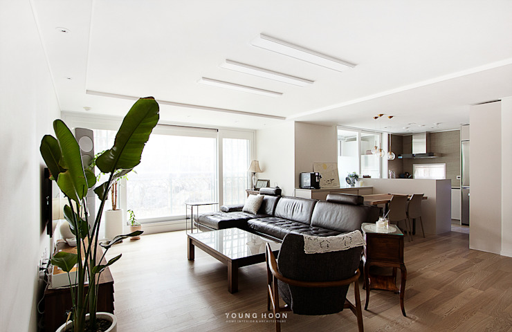 33PY 삼성 힐스테이트1차_따뜻한 색감의 밝고 세련된 거실과 주방이 돋보이는 아파트 인테리어 스칸디나비아 거실 by 영훈디자인 북유럽