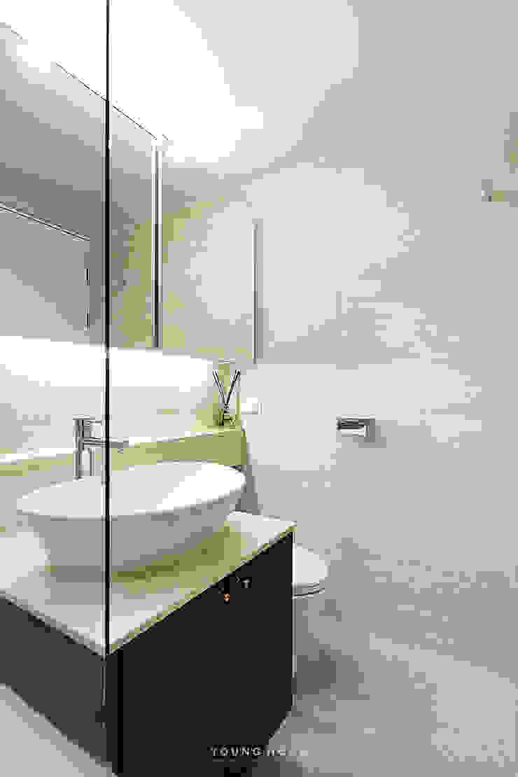 33PY 삼성 힐스테이트1차_따뜻한 색감의 밝고 세련된 거실과 주방이 돋보이는 아파트 인테리어 스칸디나비아 욕실 by 영훈디자인 북유럽