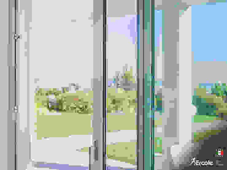 Scorcio ambientale Finestre & Porte in stile minimalista di Ercole Srl Minimalista Vetro