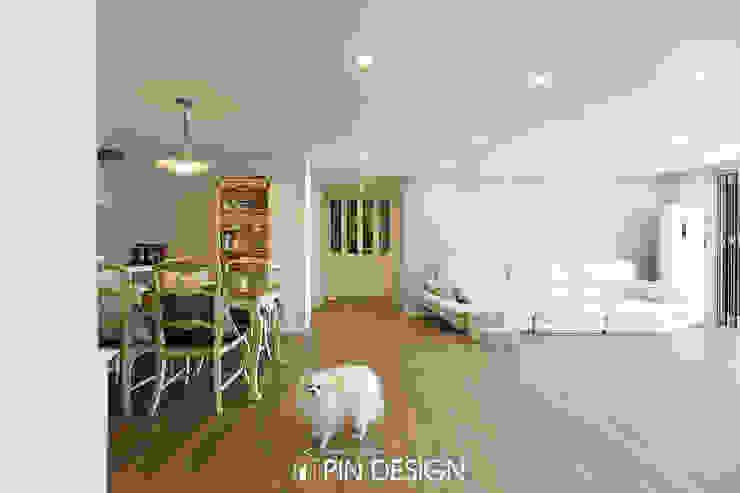 바이올렛의 우아함과 클래식한 가구들의 조합-우장산힐스테이트39평 클래식스타일 거실 by 핀디자인(PIN:D) 클래식