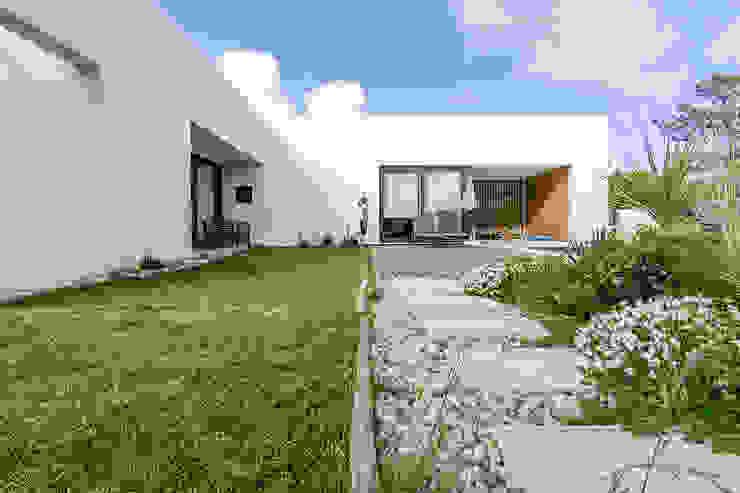 Modern houses by [i]da arquitectos Modern
