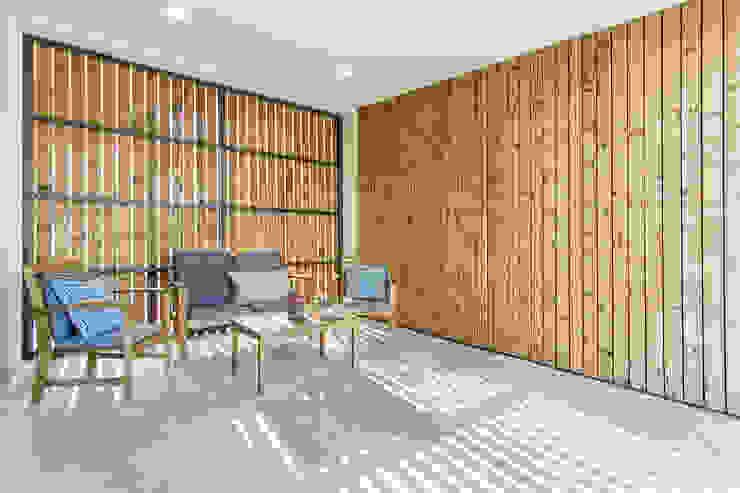Patios & Decks by [i]da arquitectos, Modern Wood Wood effect