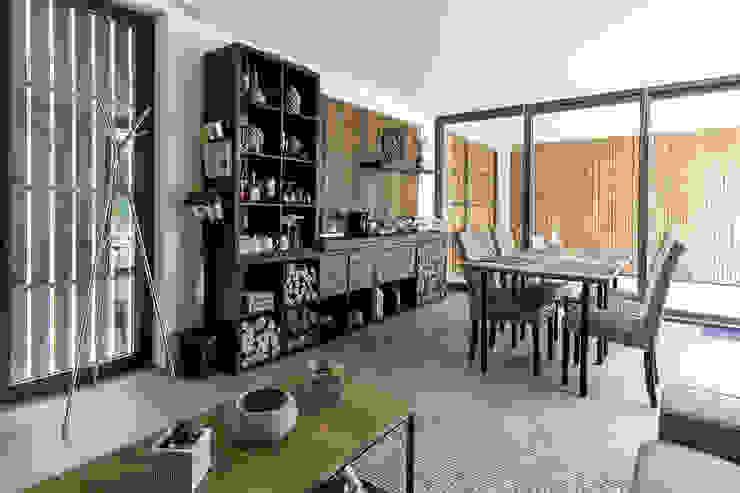 Dining room by [i]da arquitectos, Modern