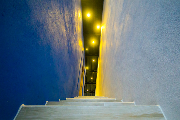 Eclectic style corridor, hallway & stairs by ÖQ Arquitectos Eclectic