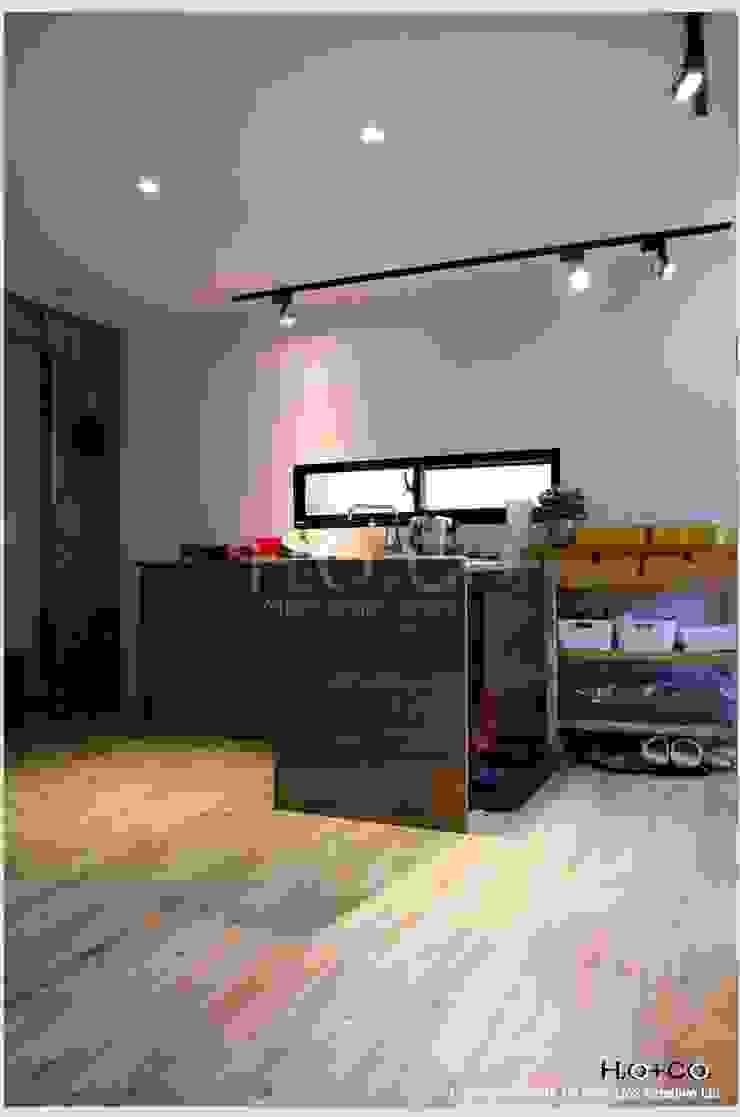 客廳開放式廚房 现代客厅設計點子、靈感 & 圖片 根據 光合作用設計有限公司 現代風 木頭 Wood effect