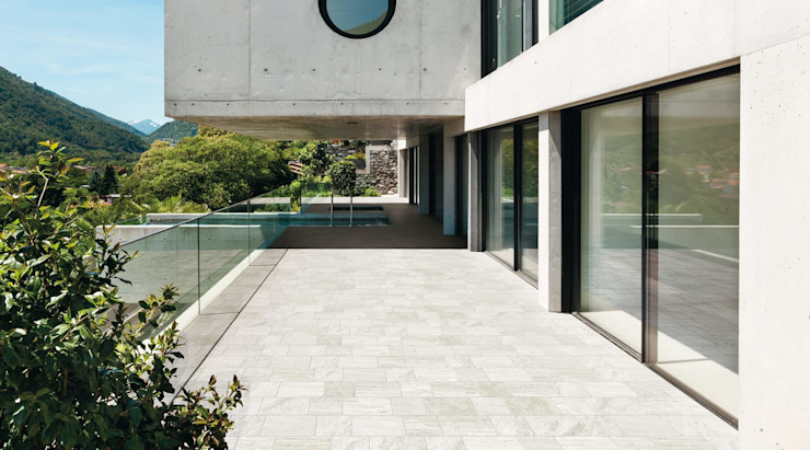 Modern style balcony, porch & terrace by Plaza Yapı Malzemeleri Modern Ceramic