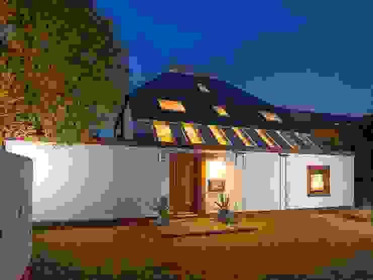 Modernist house restoration & redesign Modern Houses by WALK INTERIOR ARCHITECTURE + DESIGN Modern