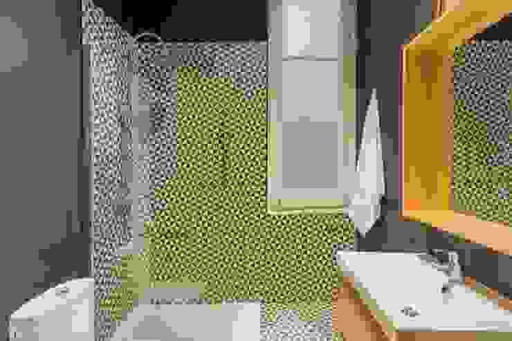 Salle de bain scandinave par Piedra Papel Tijera Interiorismo Scandinave