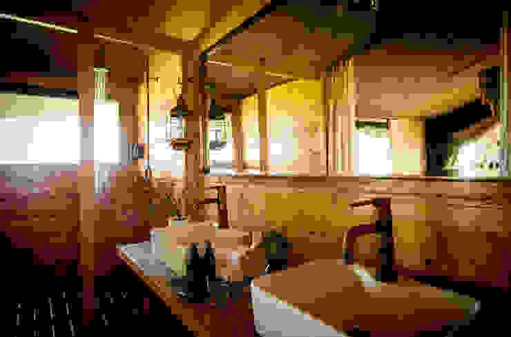 ラスティックスタイルの お風呂・バスルーム の Meg Vaun Interiors ラスティック