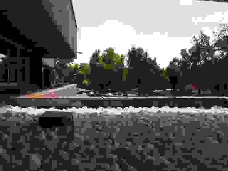 Jardinera de piedra blanca Estudios y oficinas modernos de Reformmia Moderno
