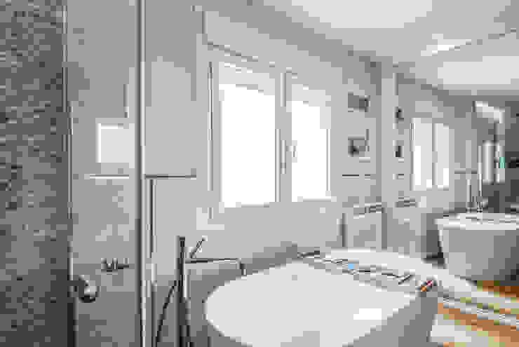 Eclectic style bathroom by Simetrika Rehabilitación Integral Eclectic