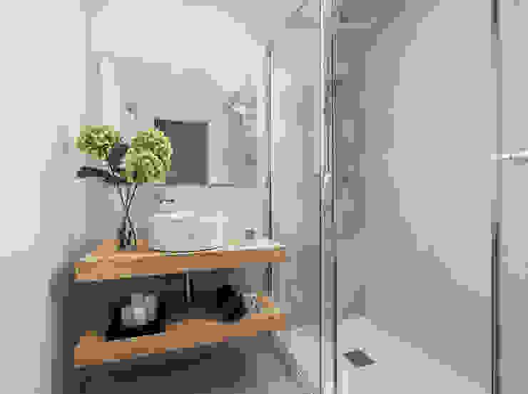 Simetrika Rehabilitación Integral Mediterranean style bathrooms