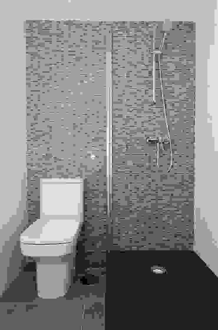 Simetrika Rehabilitación Integral Modern style bathrooms