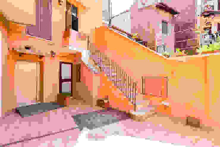 Casas modernas: Ideas, diseños y decoración de Creattiva Home ReDesigner - Consulente d'immagine immobiliare Moderno