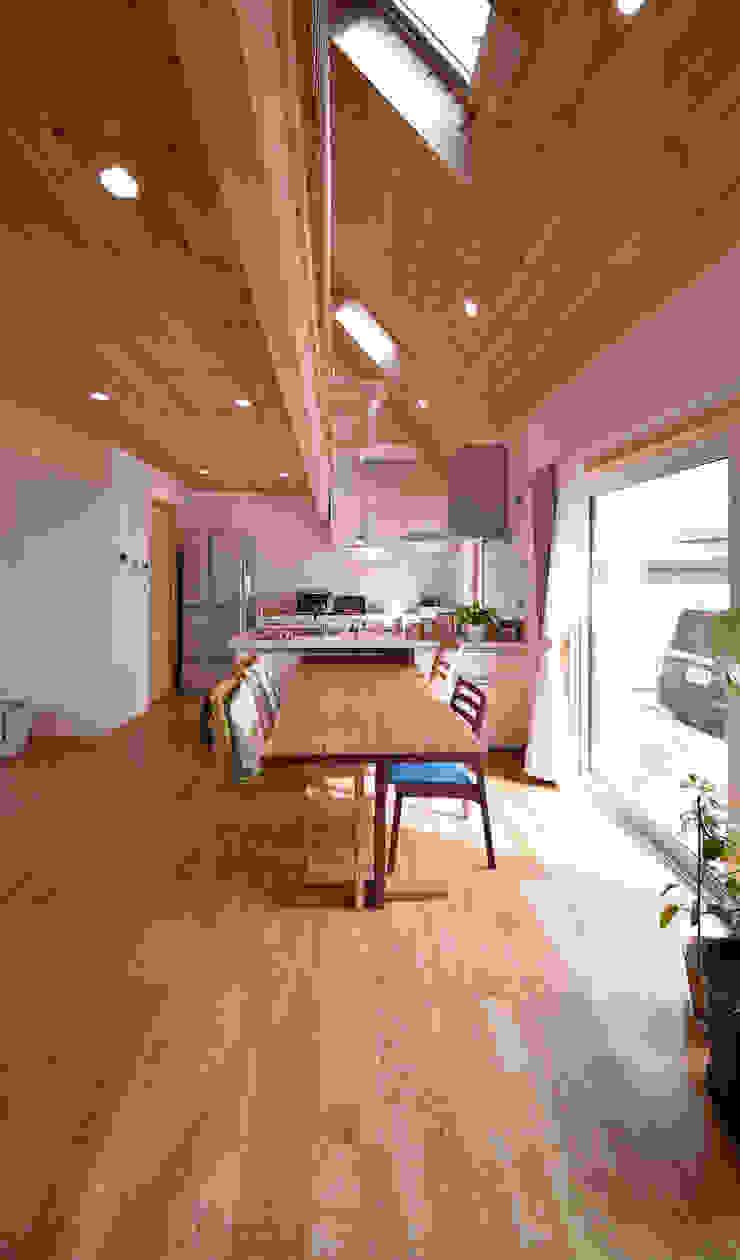 木の家株式会社 ห้องนั่งเล่น ไม้