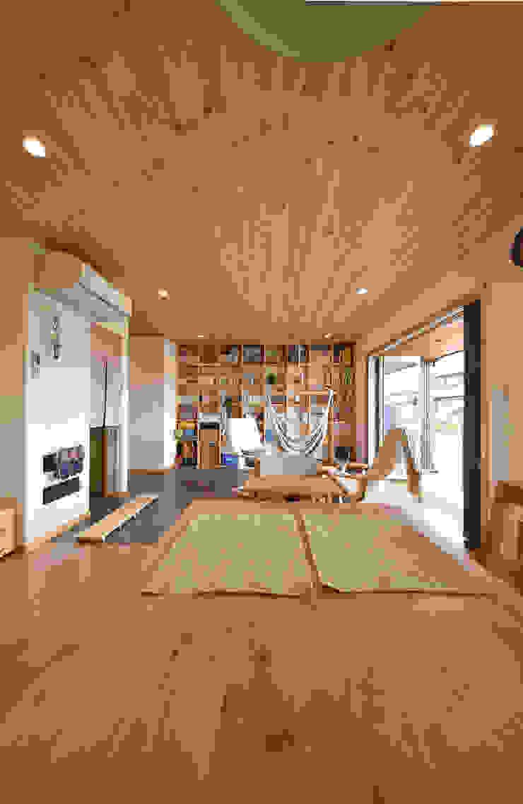 木の家株式会社 Moderne Wohnzimmer Holz