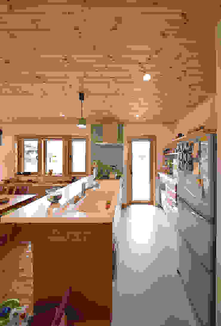 木の家株式会社 Moderne Küchen Holz