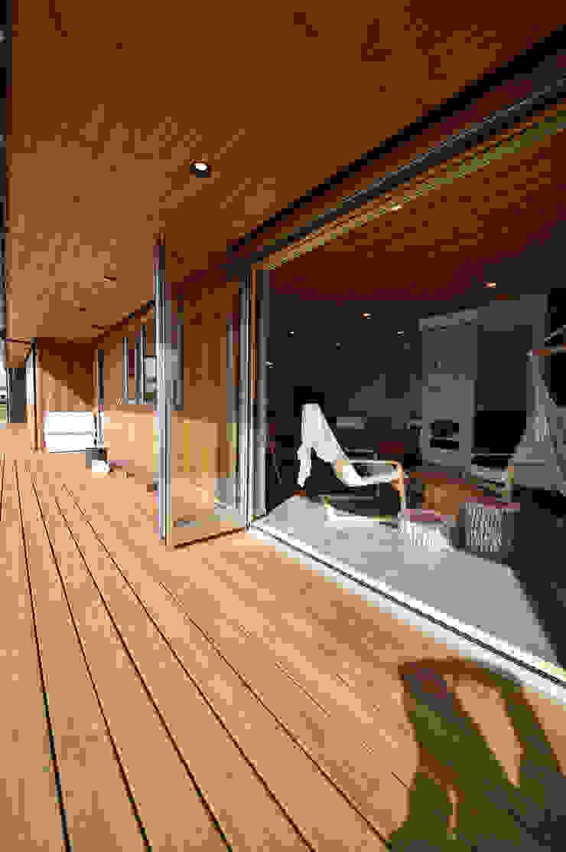 木の家株式会社 Moderner Balkon, Veranda & Terrasse Holz