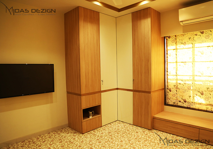 Master wardrobe by homify Asian