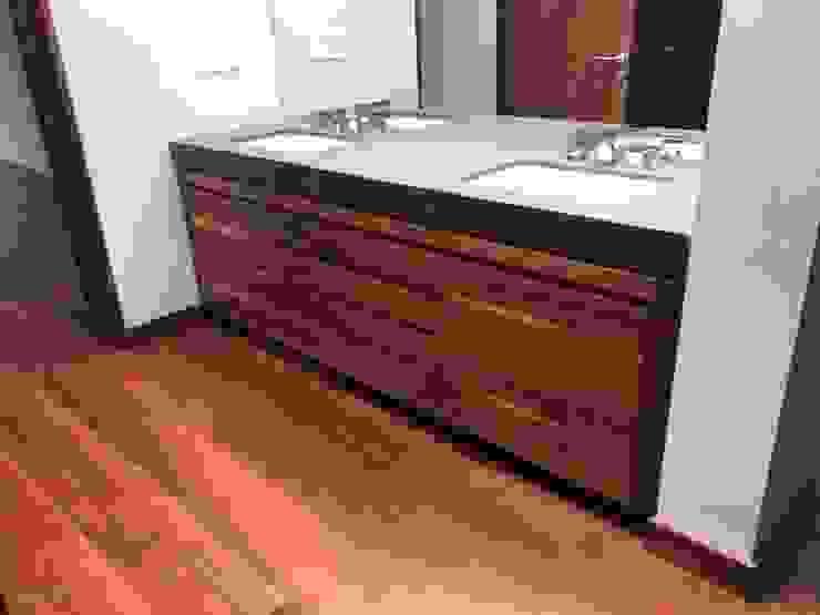 Revah Arqs Modern bathroom