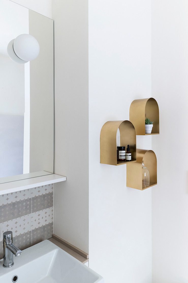 Scandinavian style bathroom by PLUS ULTRA studio Scandinavian Ceramic
