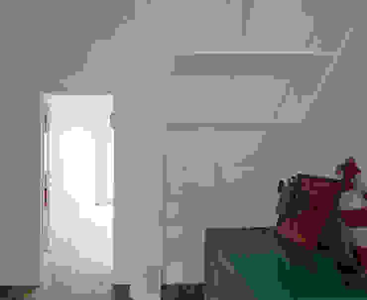 Escalera de chapa para el altillo Divers Arquitectura, especialistas en Passivhaus en Sabadell Escaleras